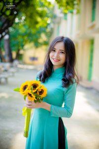 Áo dài màu xanh ngọc