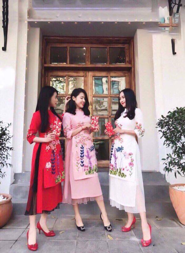 áo dài cách tân in hoa màu trắng hồng đỏ