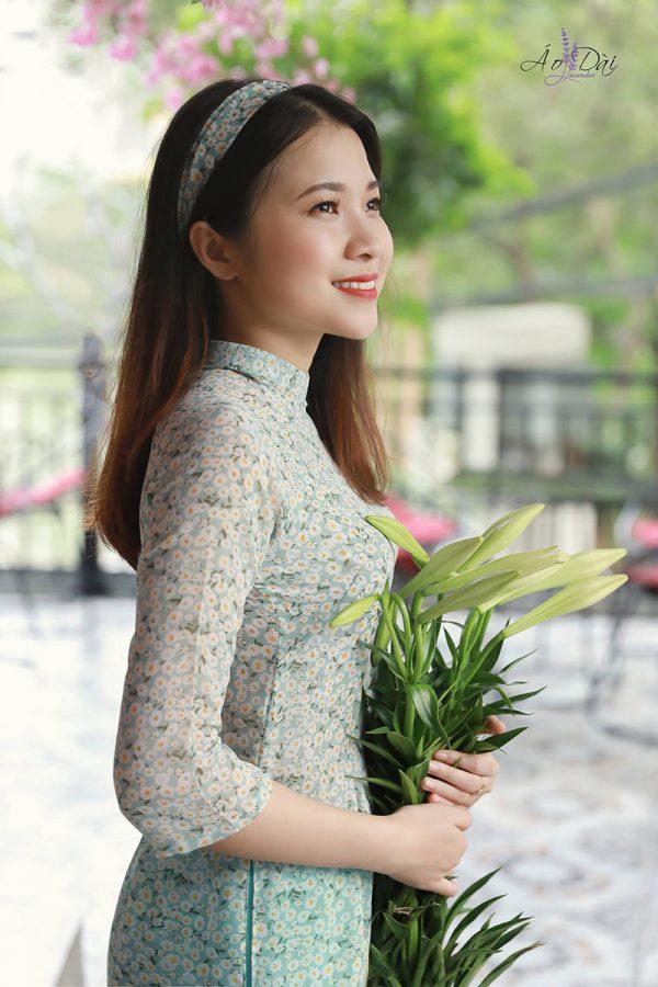 áo dài hoa nhí màu xanh
